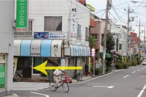 曲がってすぐの通りを今度は左に曲がります。『葛飾健診センター』の看板が目印です。